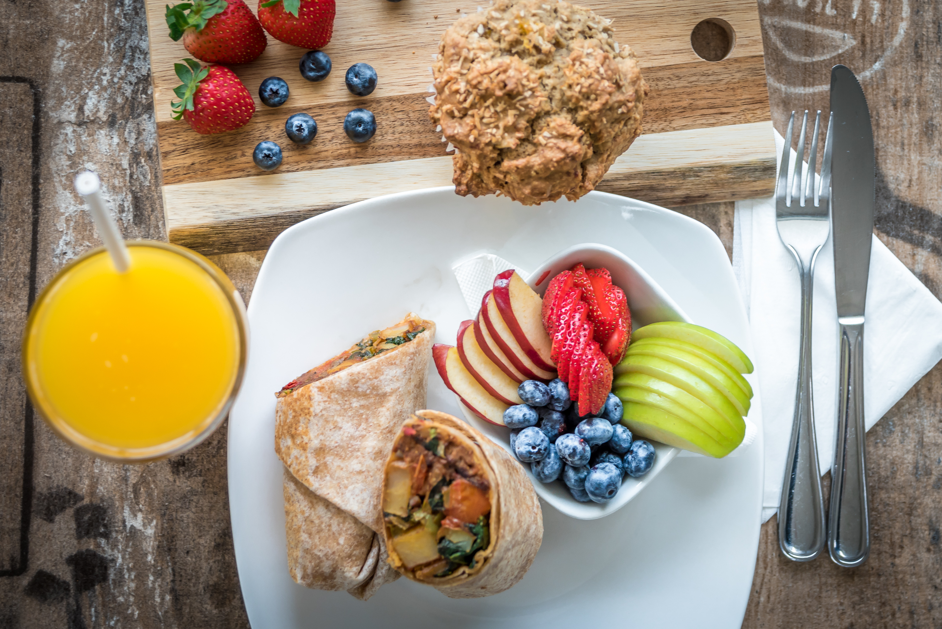 Island Naturals Breakfast Wrap and Fruit