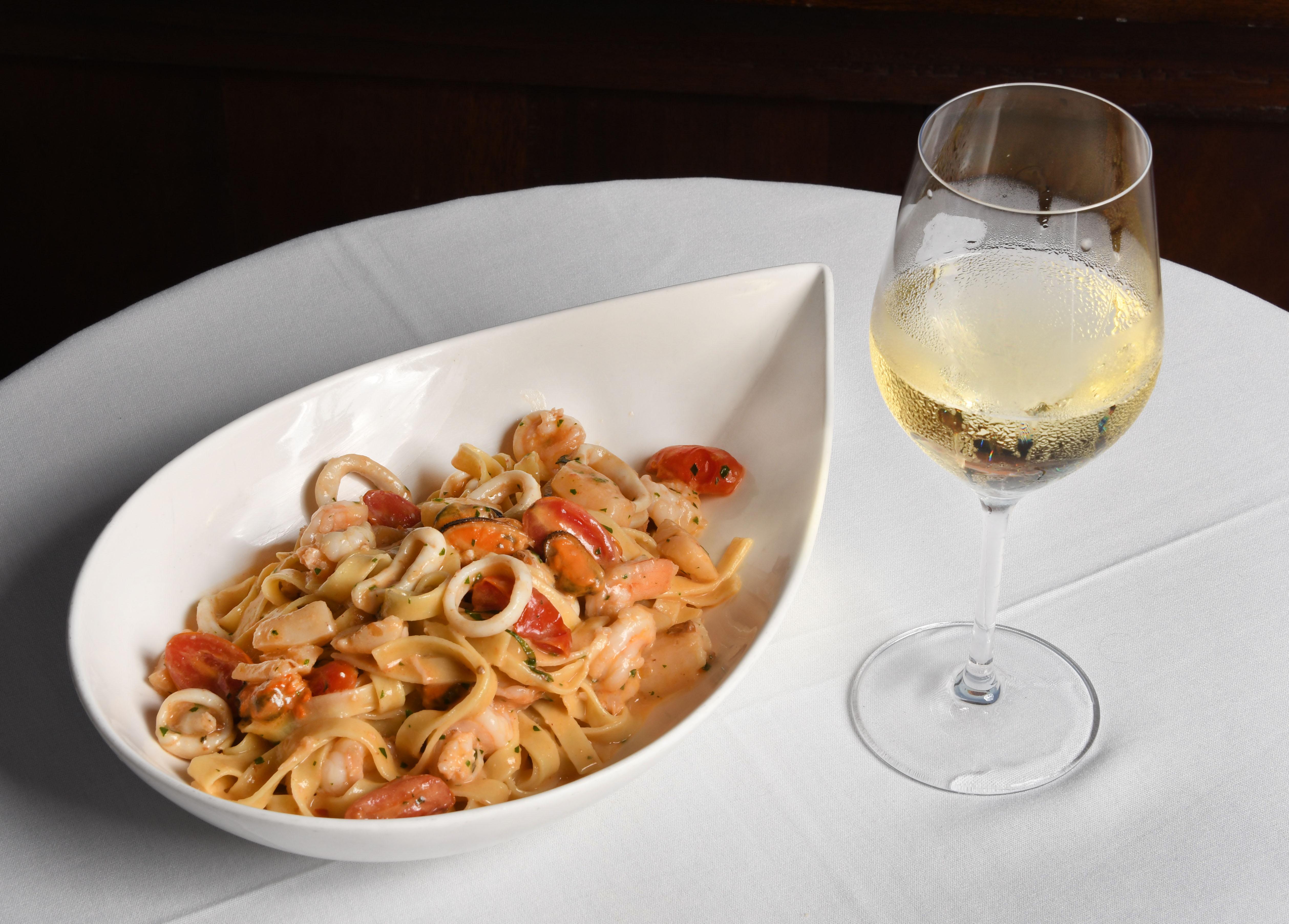 Pasta Shrimp and Wine Papagallo Cayman